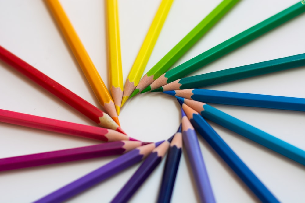 yellow green blue and red color pencils