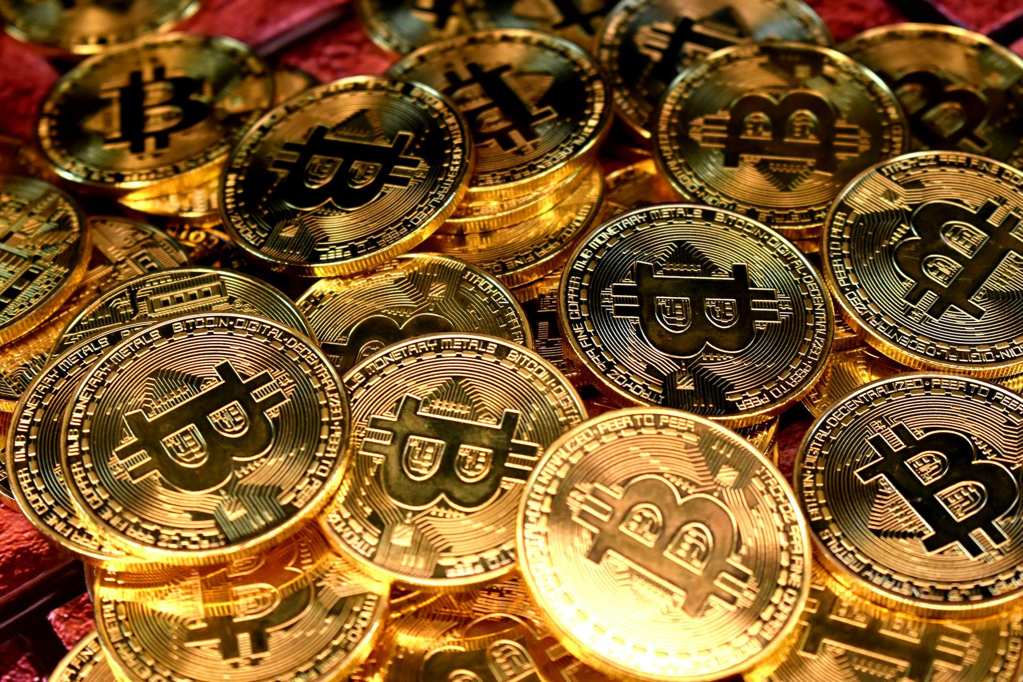 มือใหม่แห่เทขาย Bitcoin ขณะที่นักลงทุน BTC ระยะยาวมองว่ามันจะโตได้อีก!