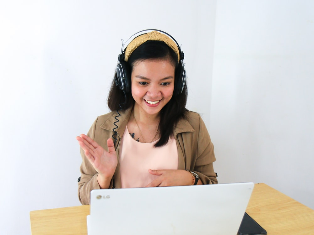 Woman taking an online TEFL course.