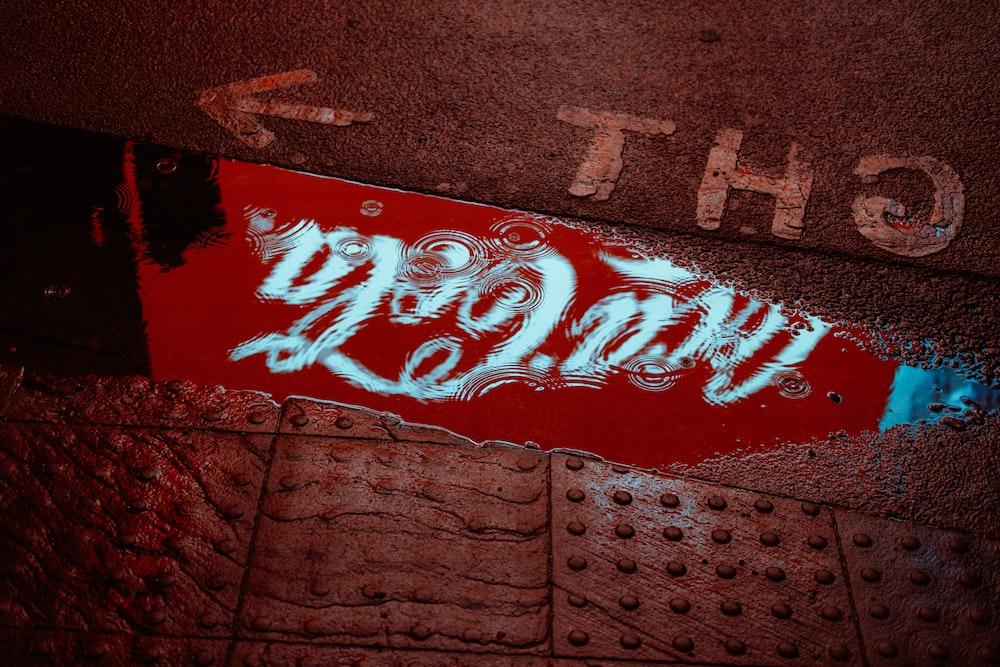 red and white coca cola logo