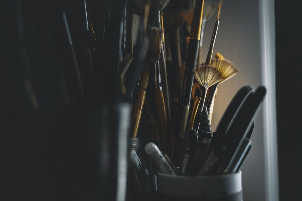 black and brown paint brush set