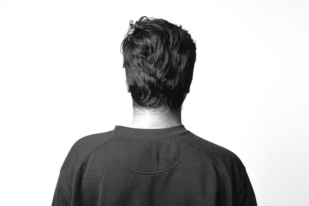 man in gray crew neck shirt