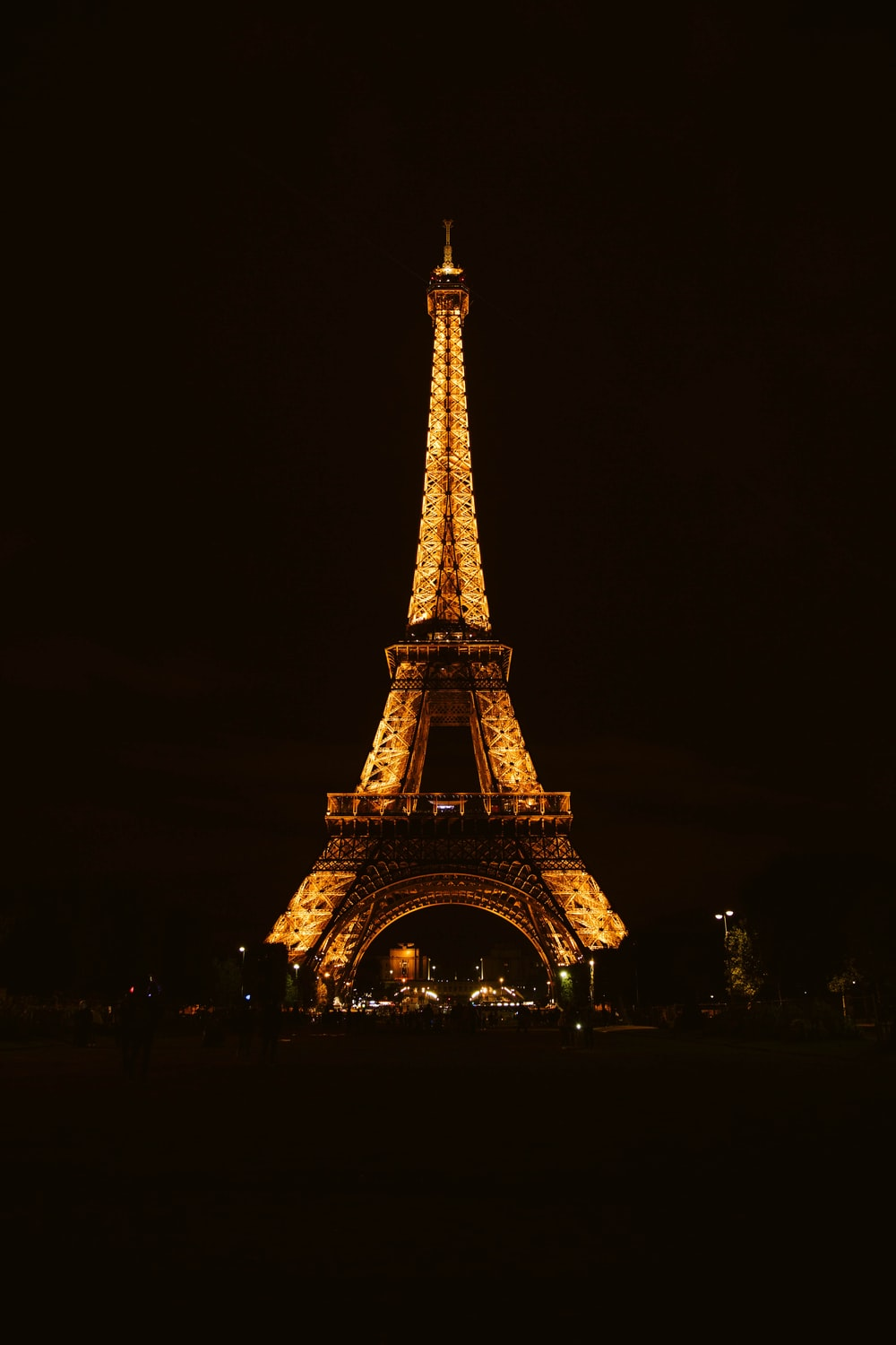 Eiffel Tower At Night Pictures Download Free Images On Unsplash