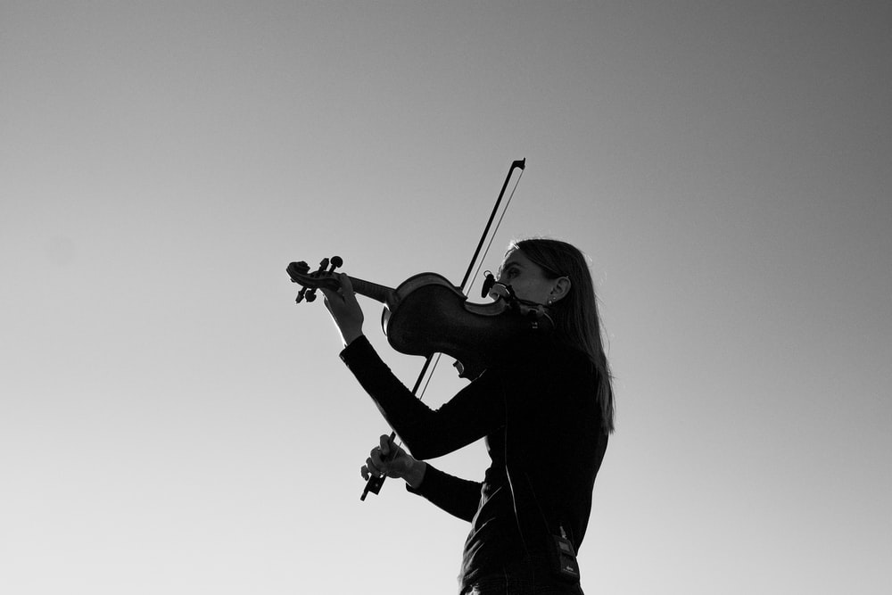 woman playing violin in grayscale