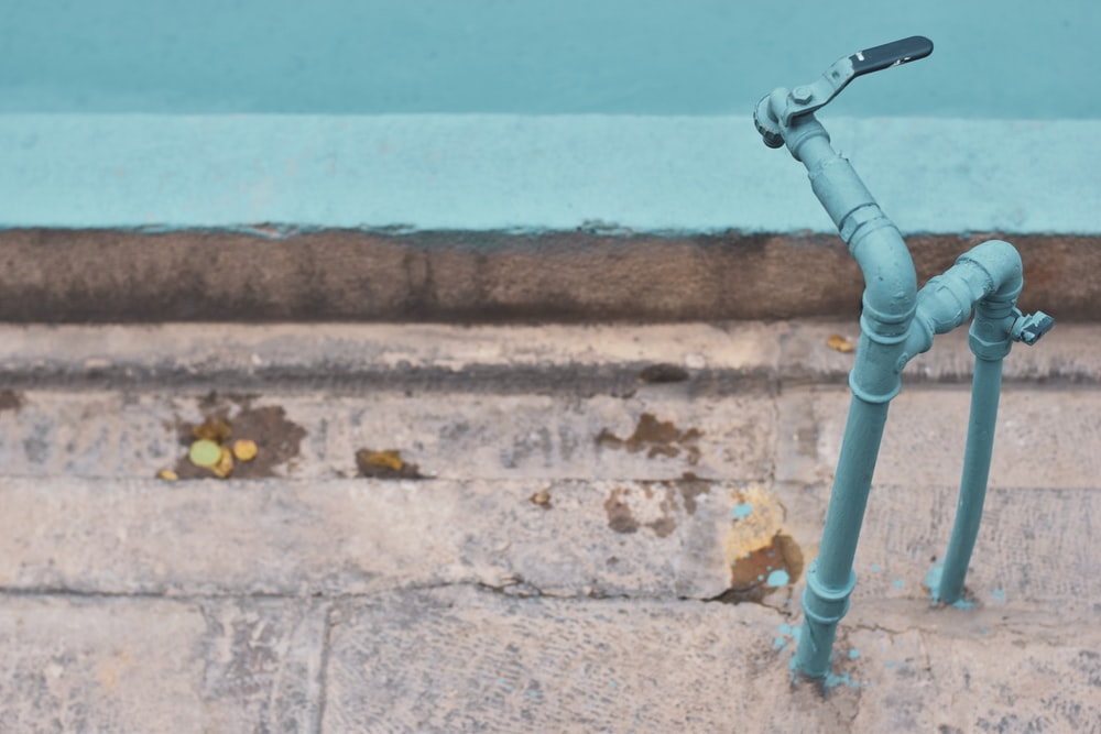 grey and yellow water pipe