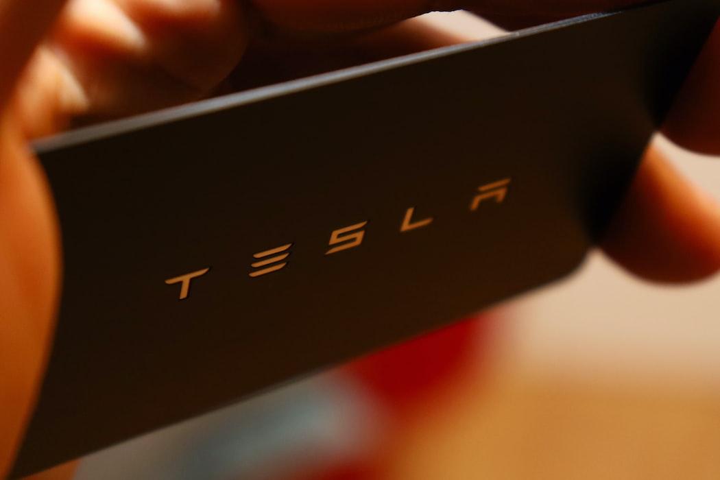Image of the word Tesla.