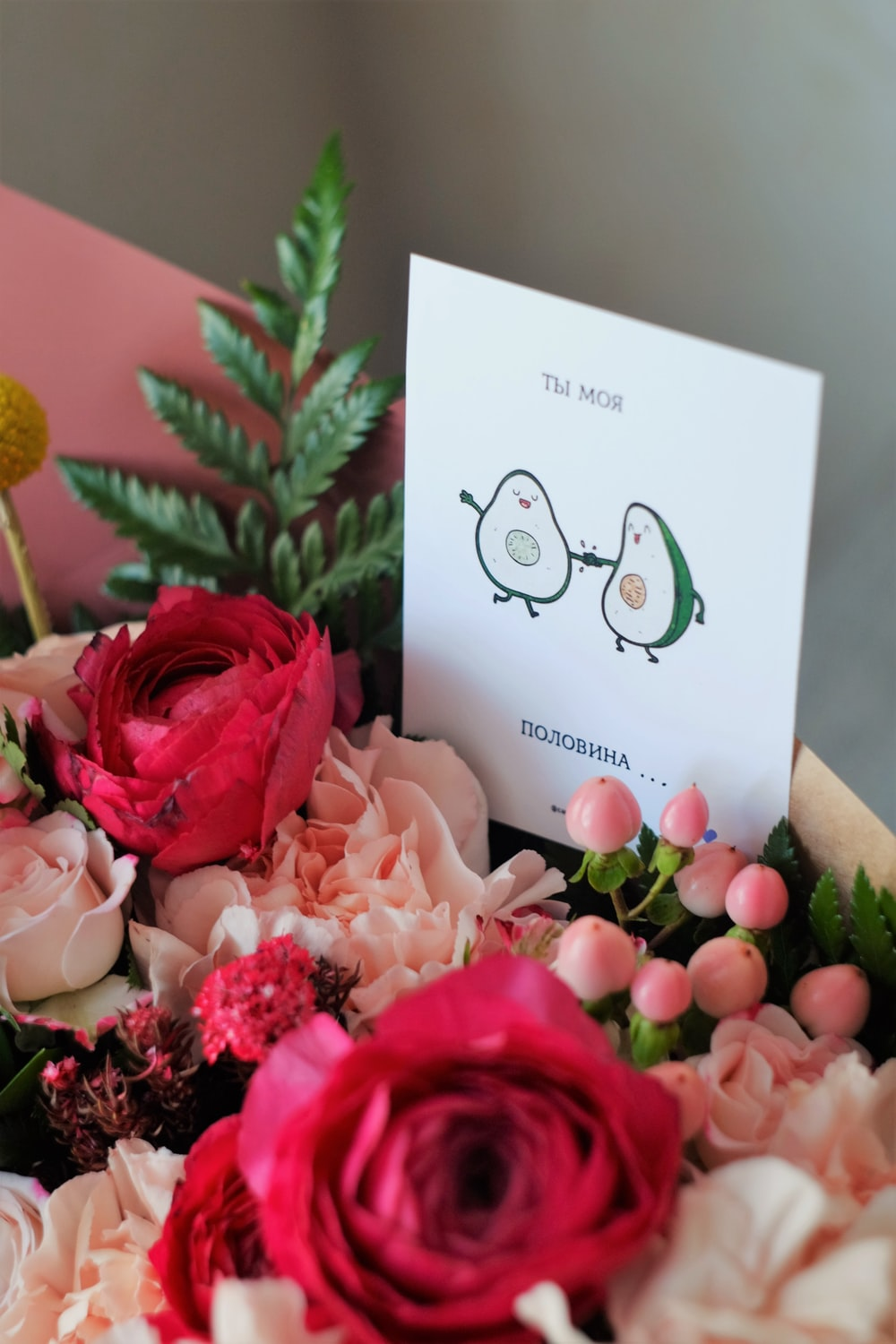 pink rose bouquet with white card
