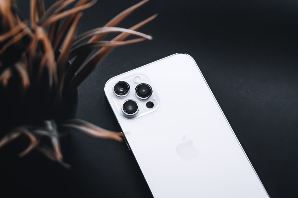 white apple tv remote control