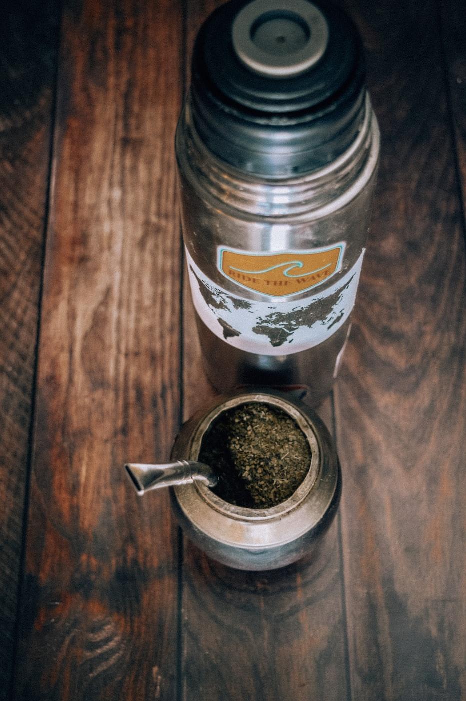 Frisch zubereiteter Mate Tee