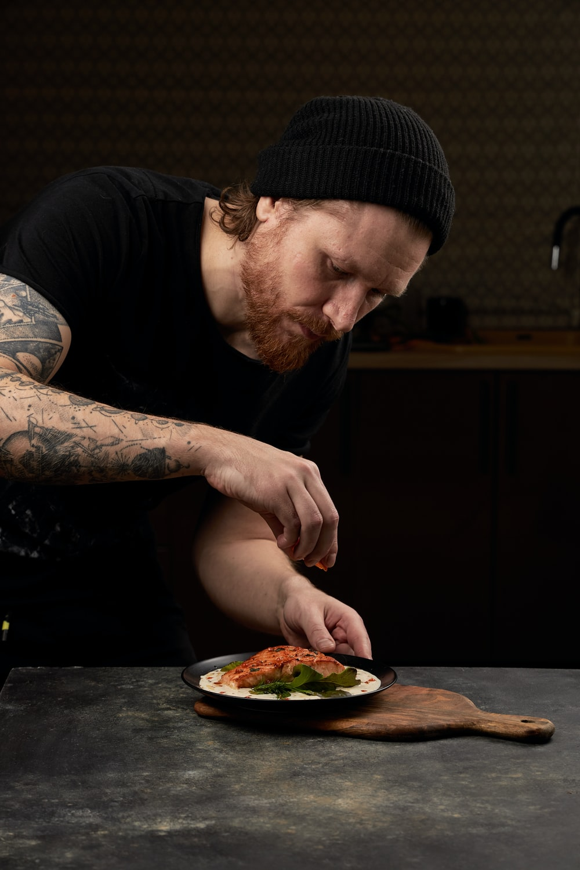 man in black crew neck t-shirt eating