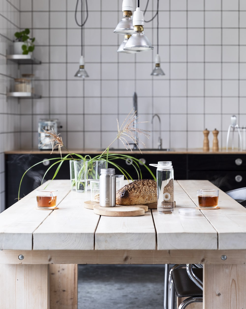 Best 9+ Kitchen Table Pictures   Download Free Images on Unsplash