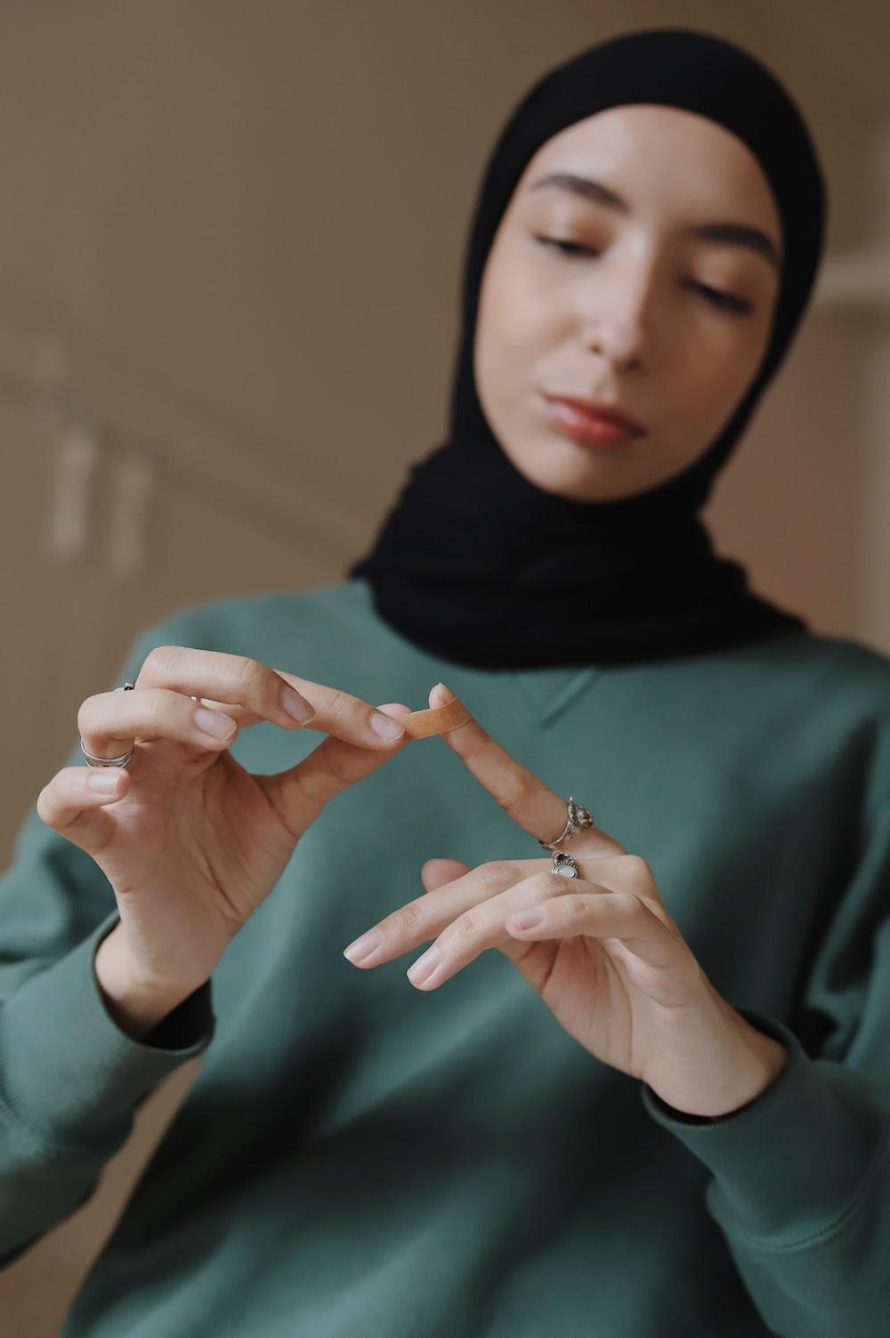 woman in green hijab and black hijab
