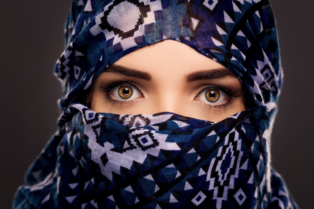 woman in blue and white hijab