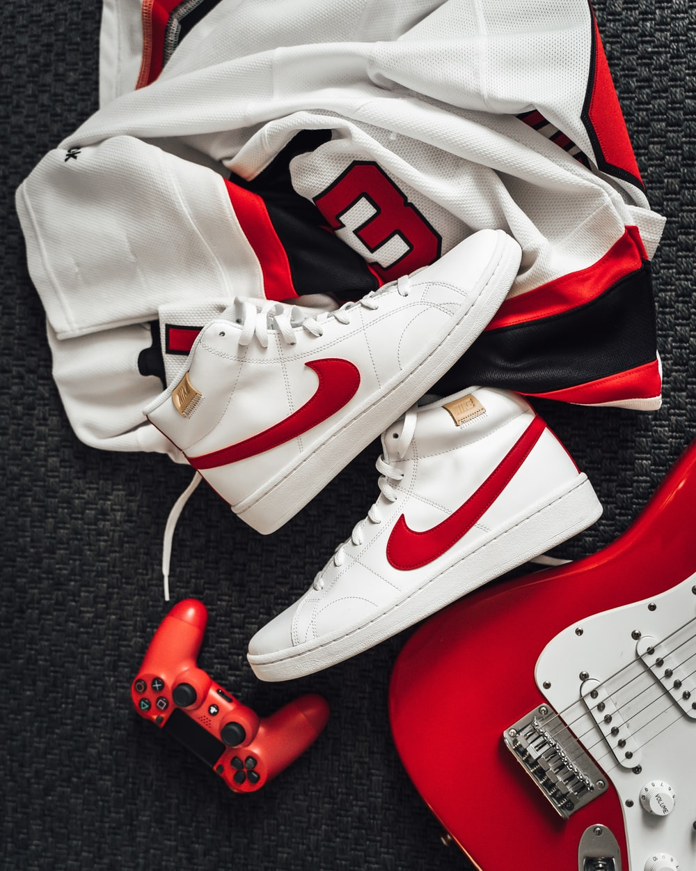 white and red nike basketball shoes