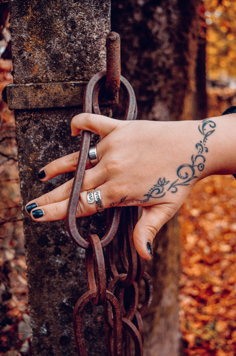 person holding brown metal chain