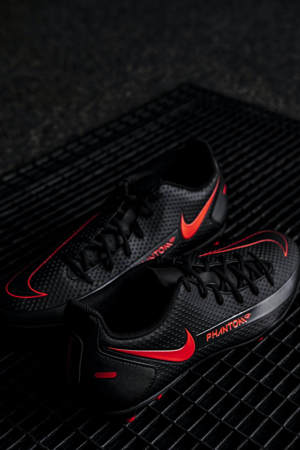 black and red nike athletic shoe