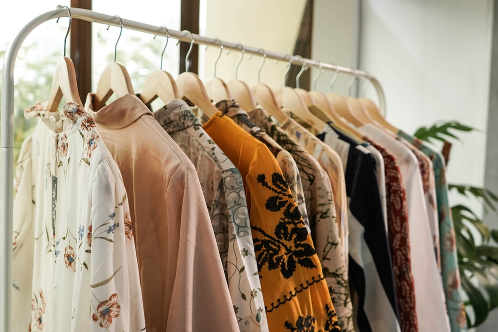 white and brown floral long sleeve shirt photo – Free Jakarta Image on Unsplash