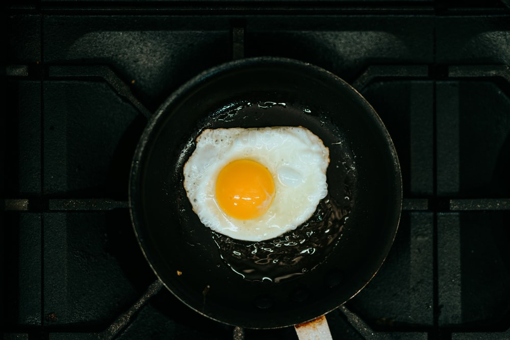 sunny side up egg on black frying pan