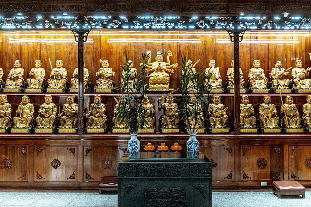 gold and white buddha figurine