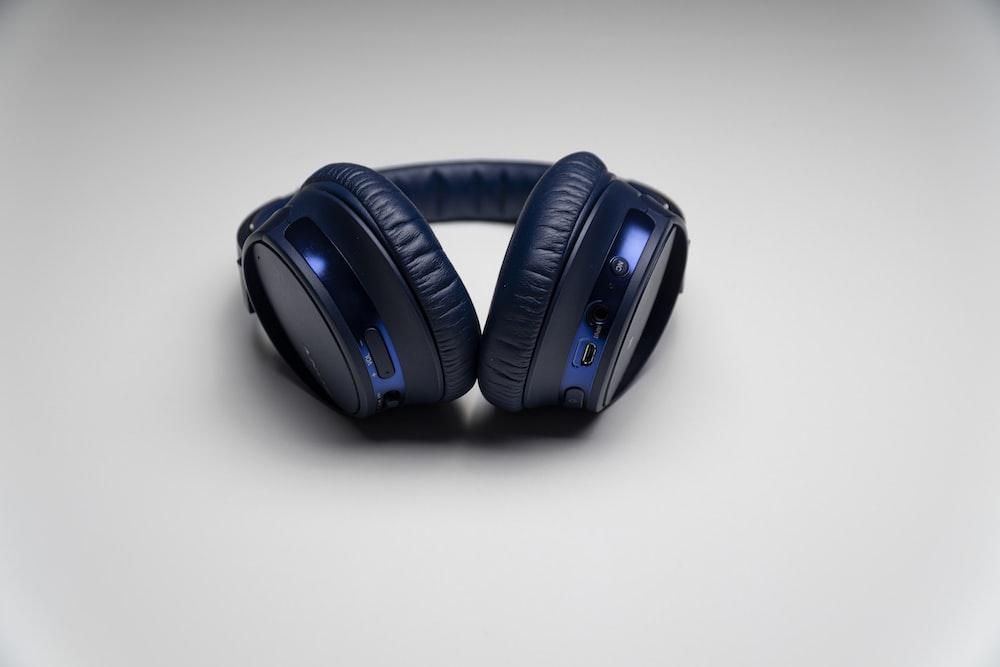black and blue cordless headphones