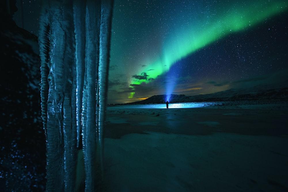green and blue aurora lights