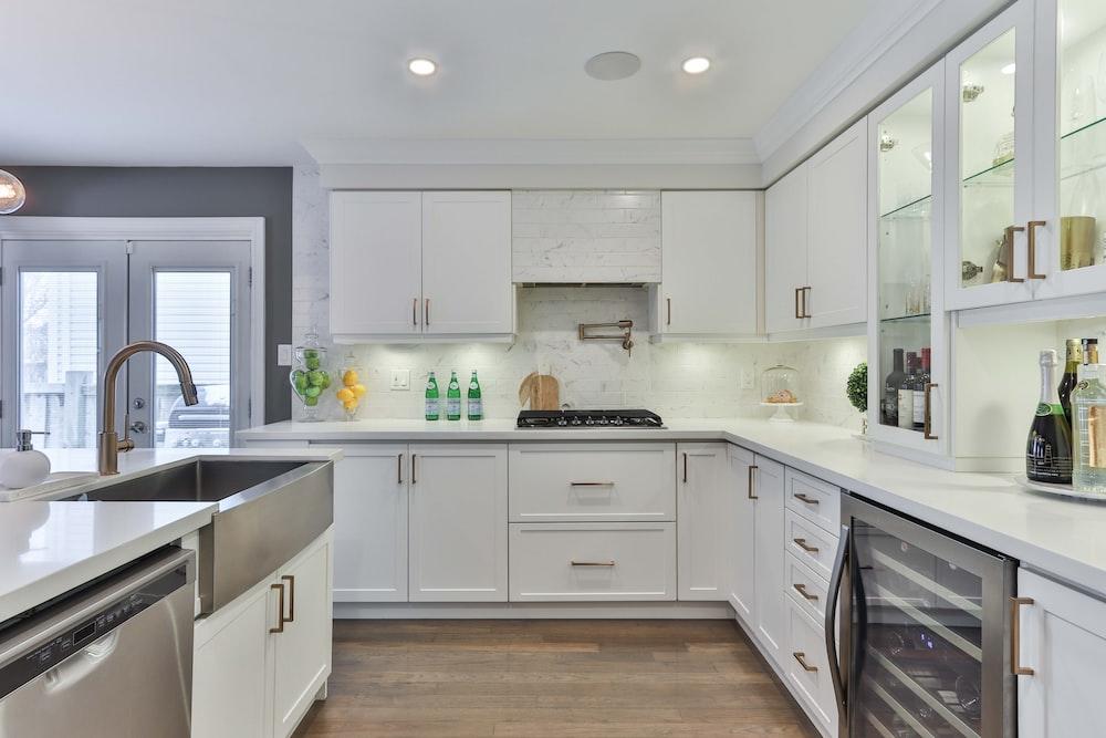 white wooden kitchen cabinet and white kitchen cabinet