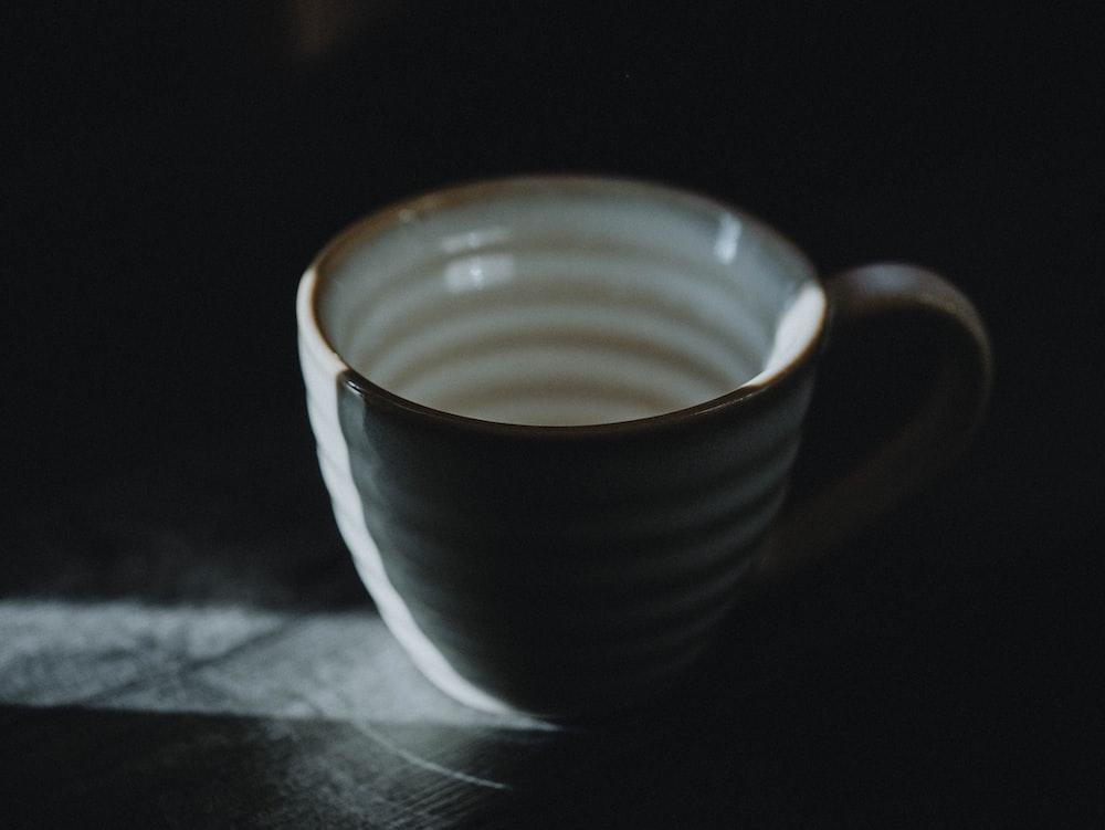 white and blue ceramic mug