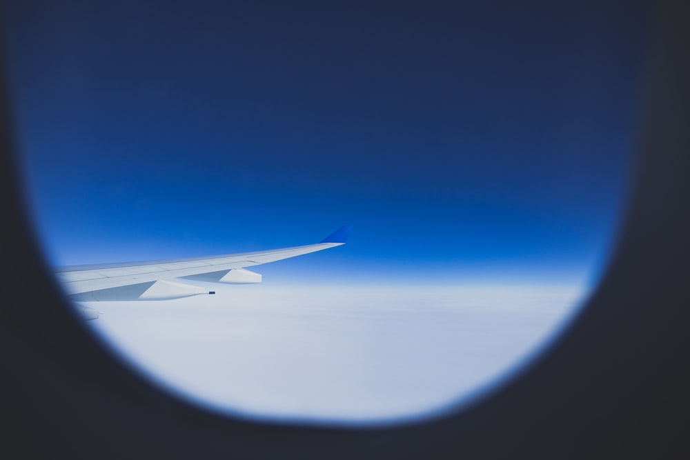 white airplane wing during daytime