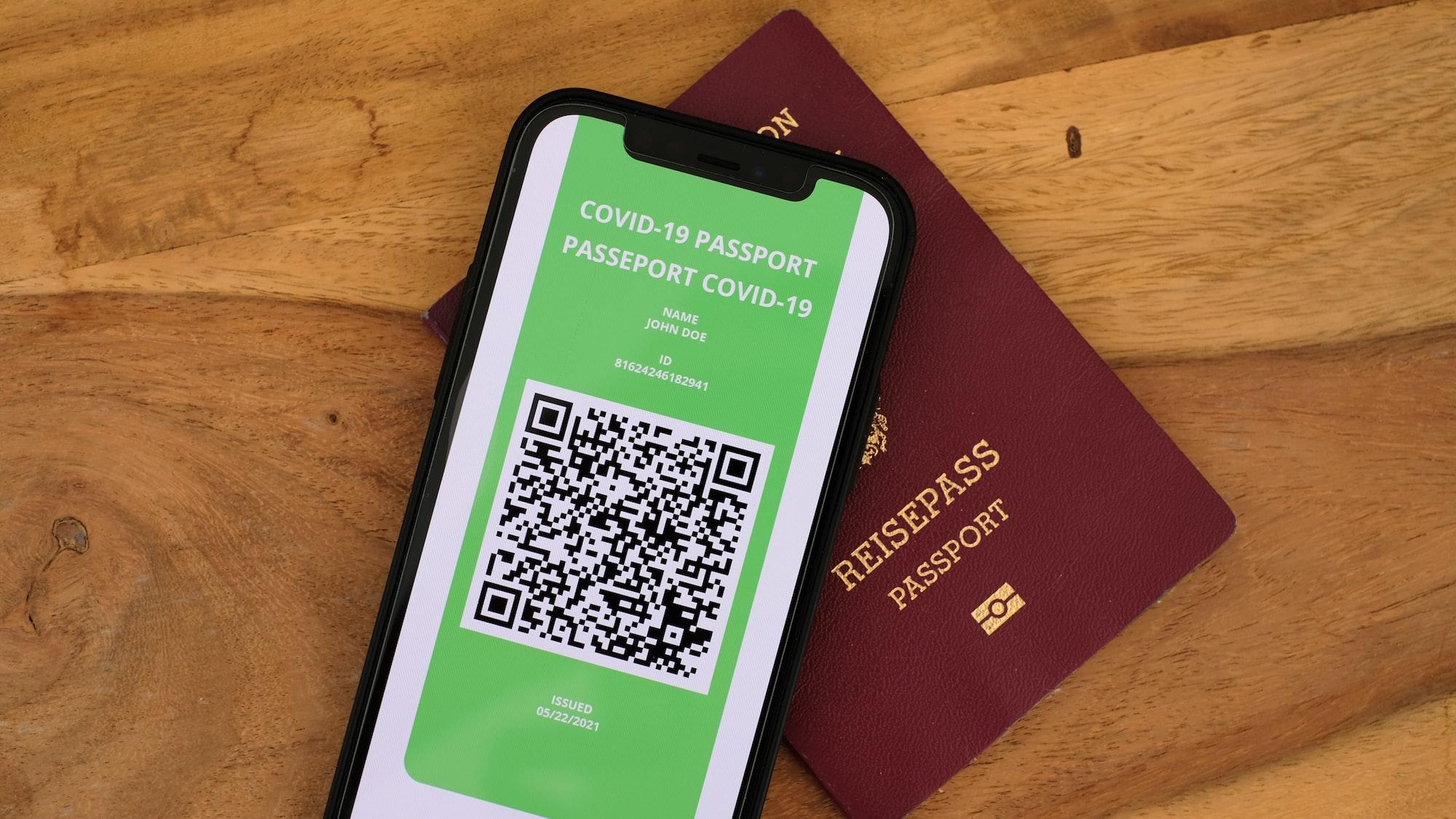 """Czy potrzebny nam paszport covidowy? Jarubas: """"To nie jest idealne rozwiązanie"""""""