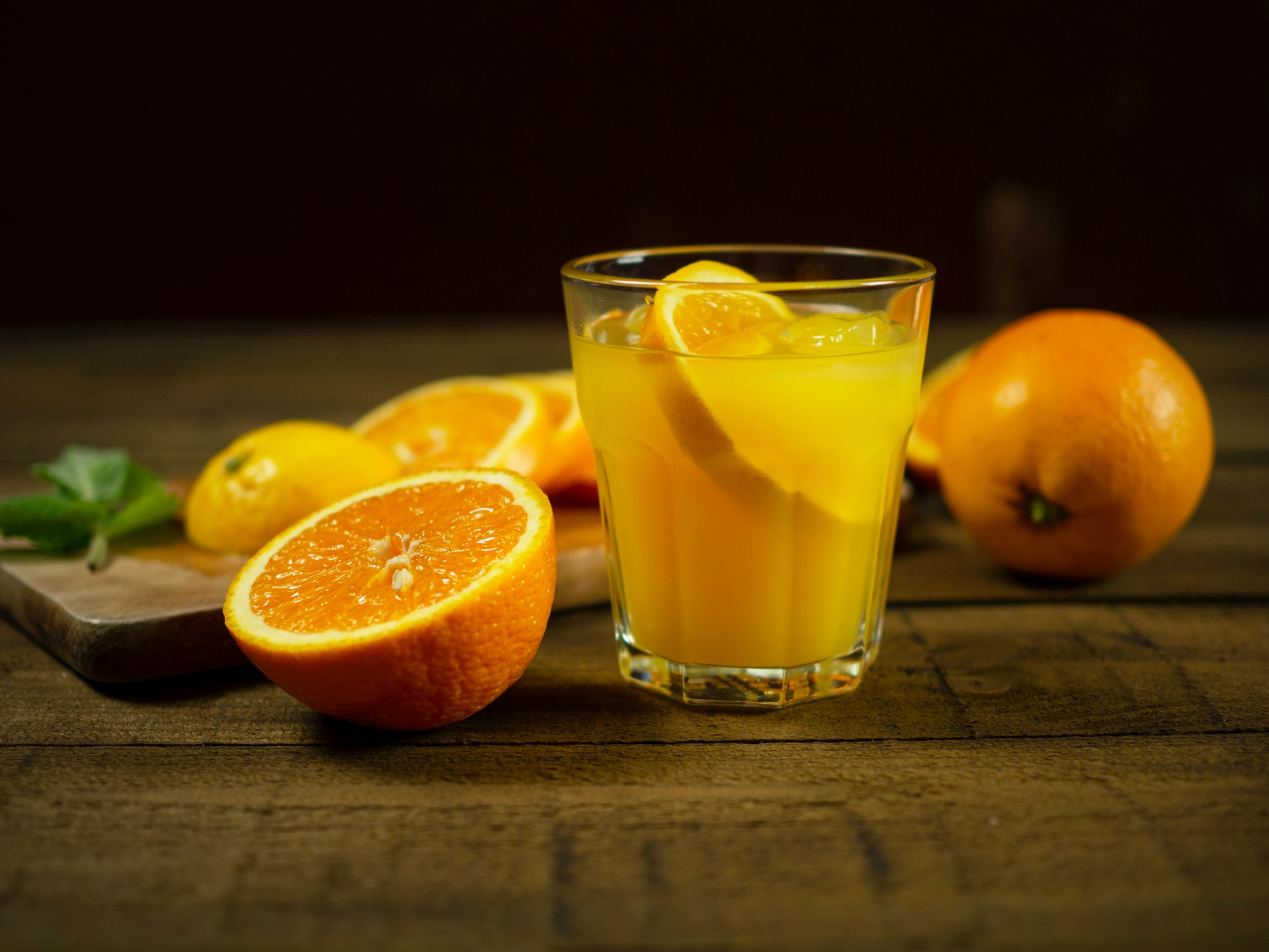 Por qué debes evitar tomar zumos
