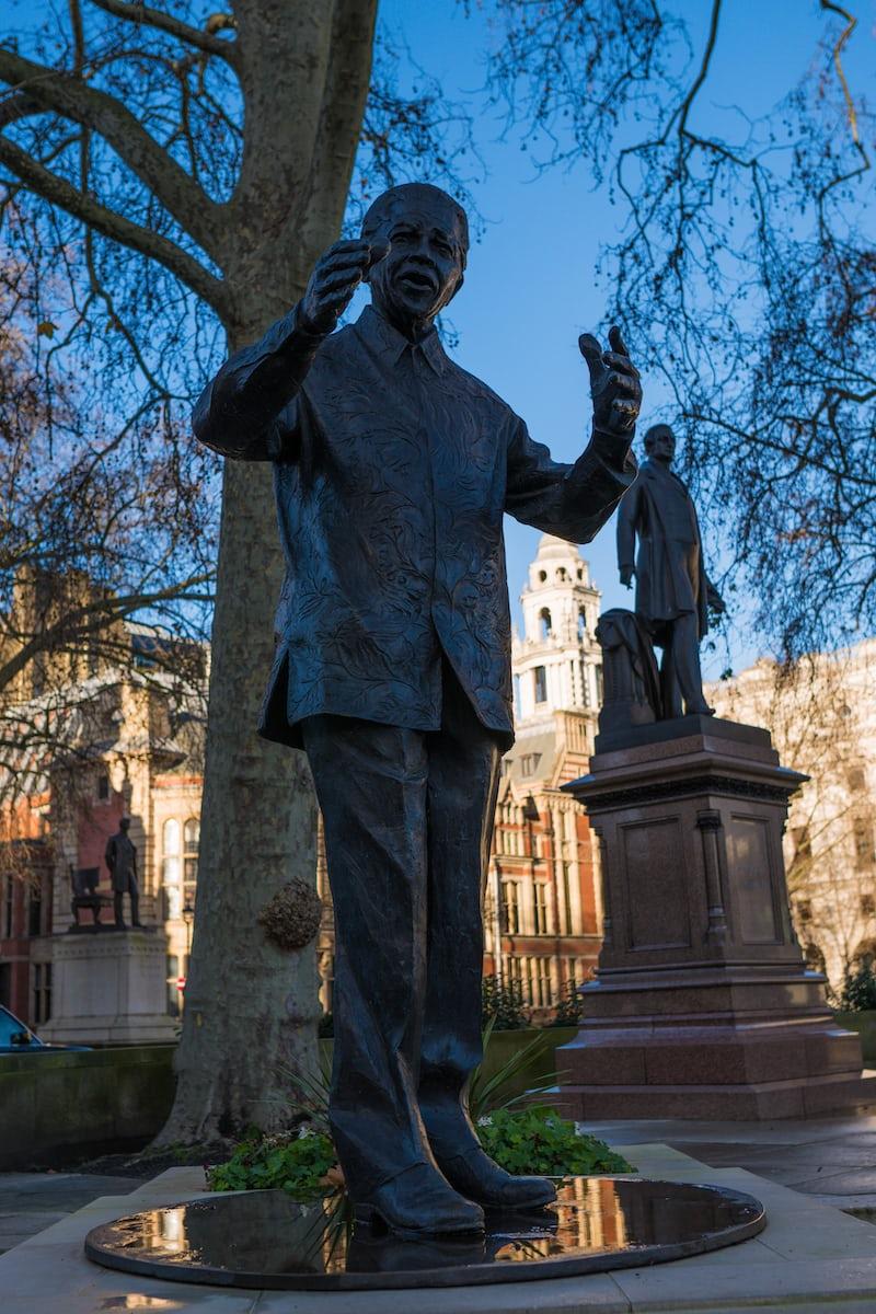 ネルソン・マンデラの像