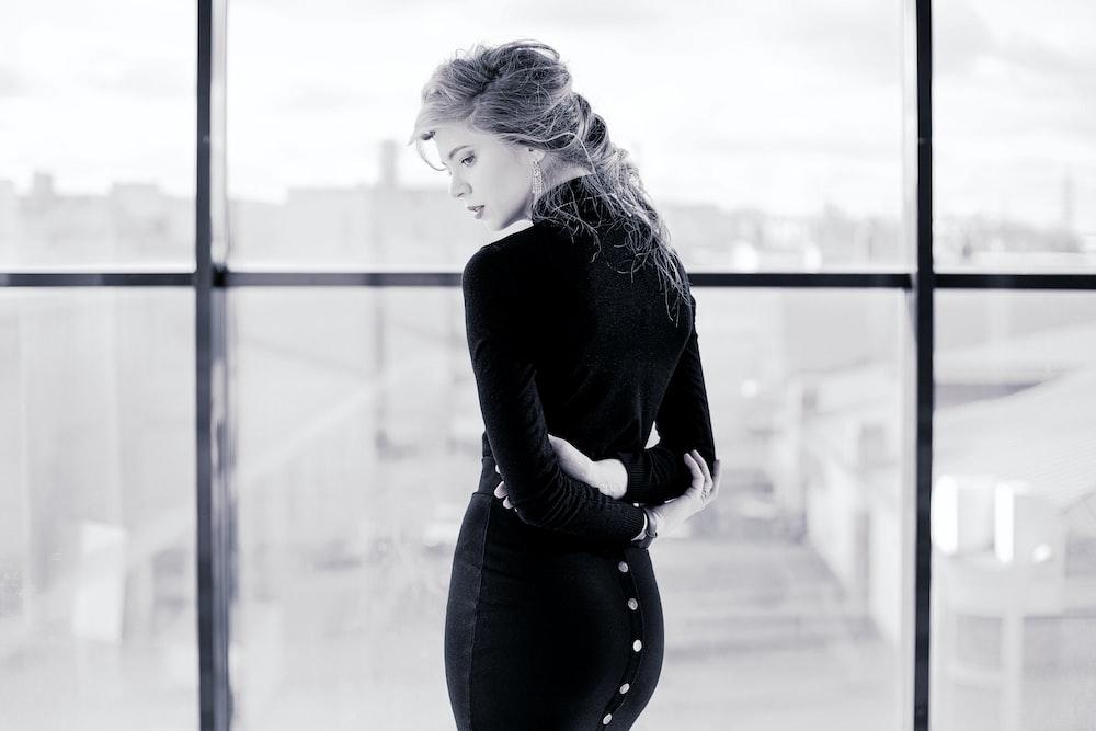 woman in black long sleeve shirt and black pants