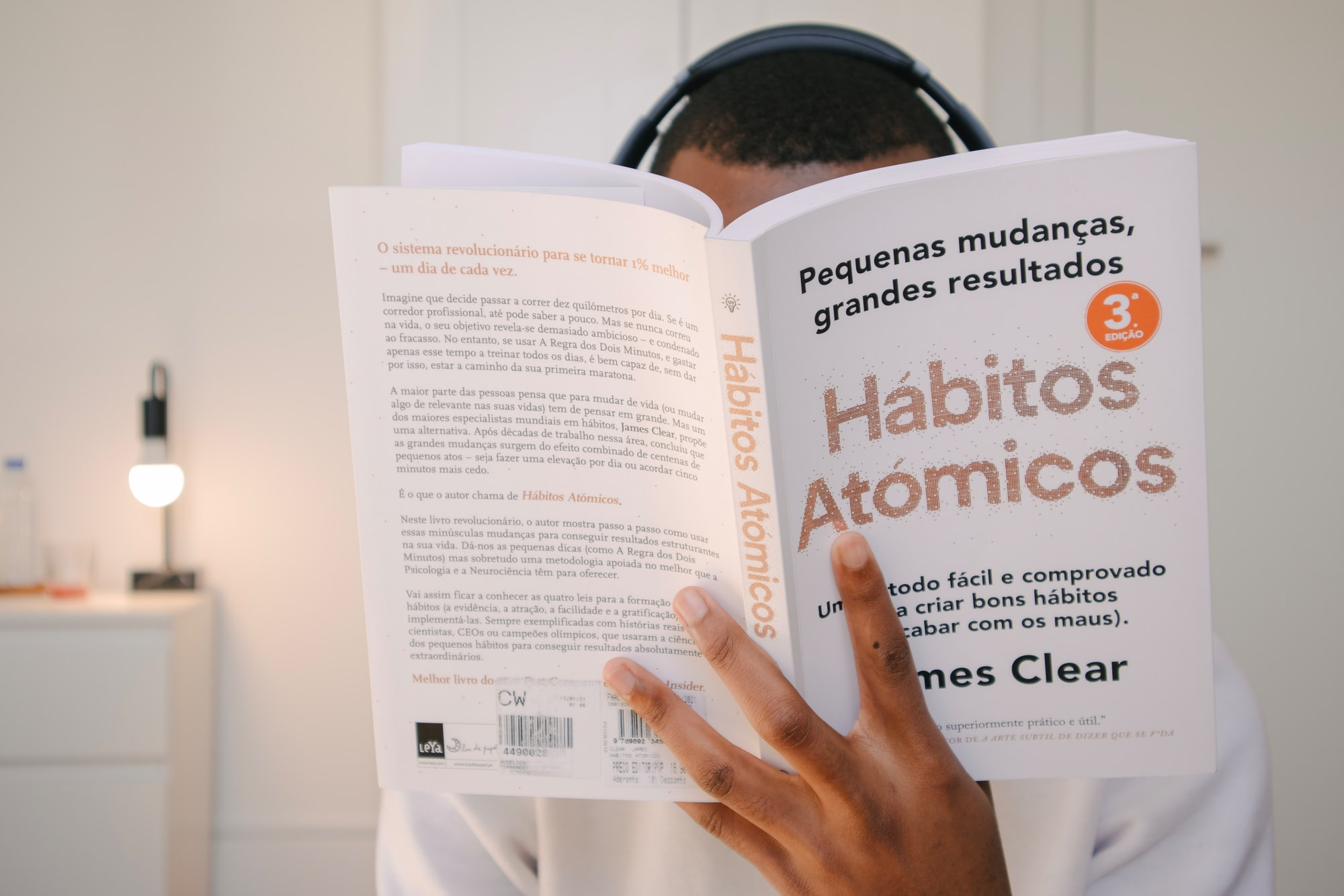 Atomic Habits (James Clear)