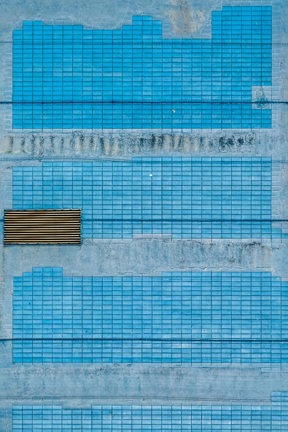blue and white concrete wall