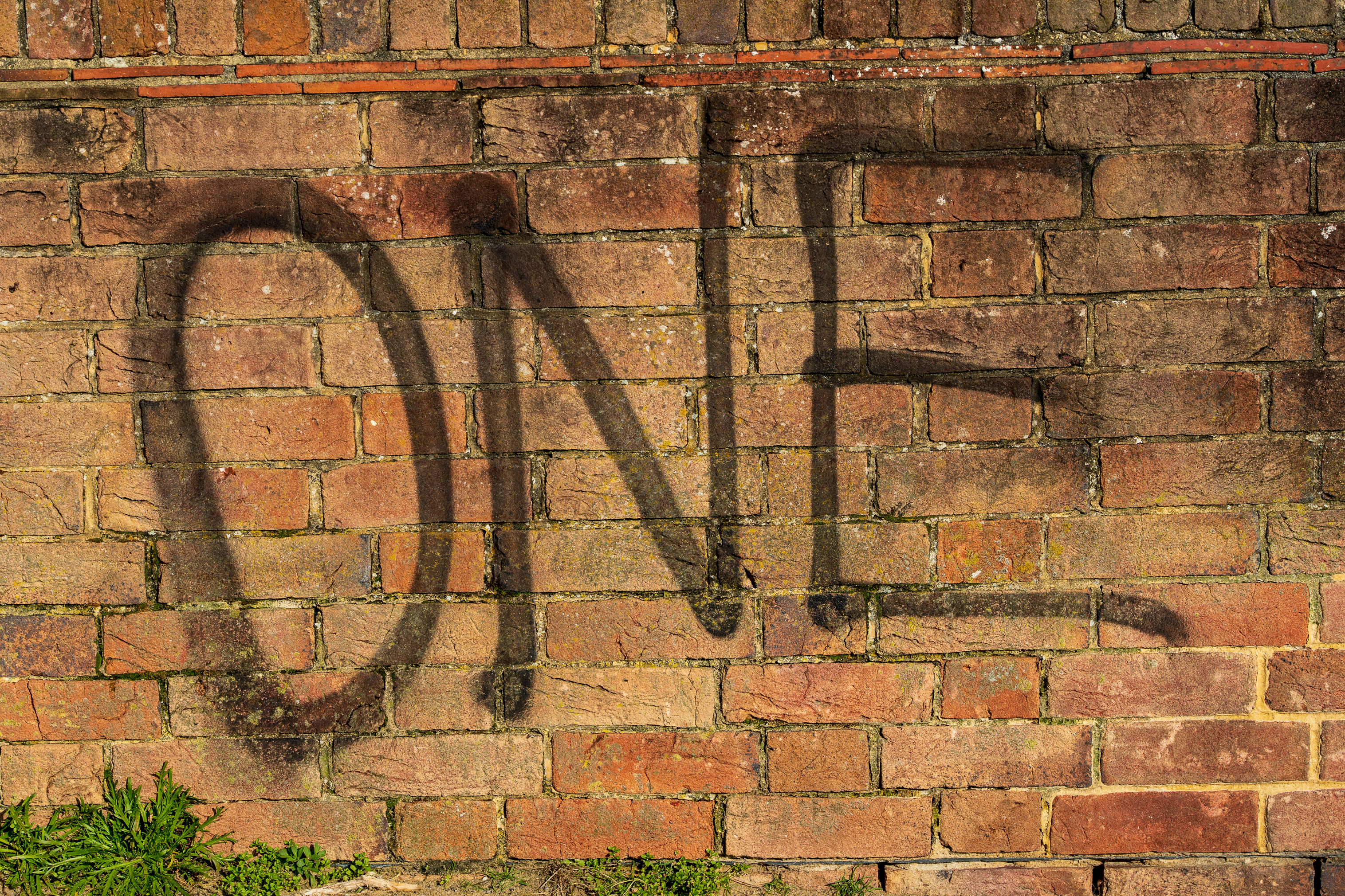 The word one, spray painted onto a wall.