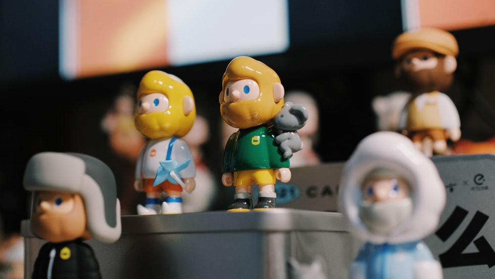yellow haired boy and girl plastic toys