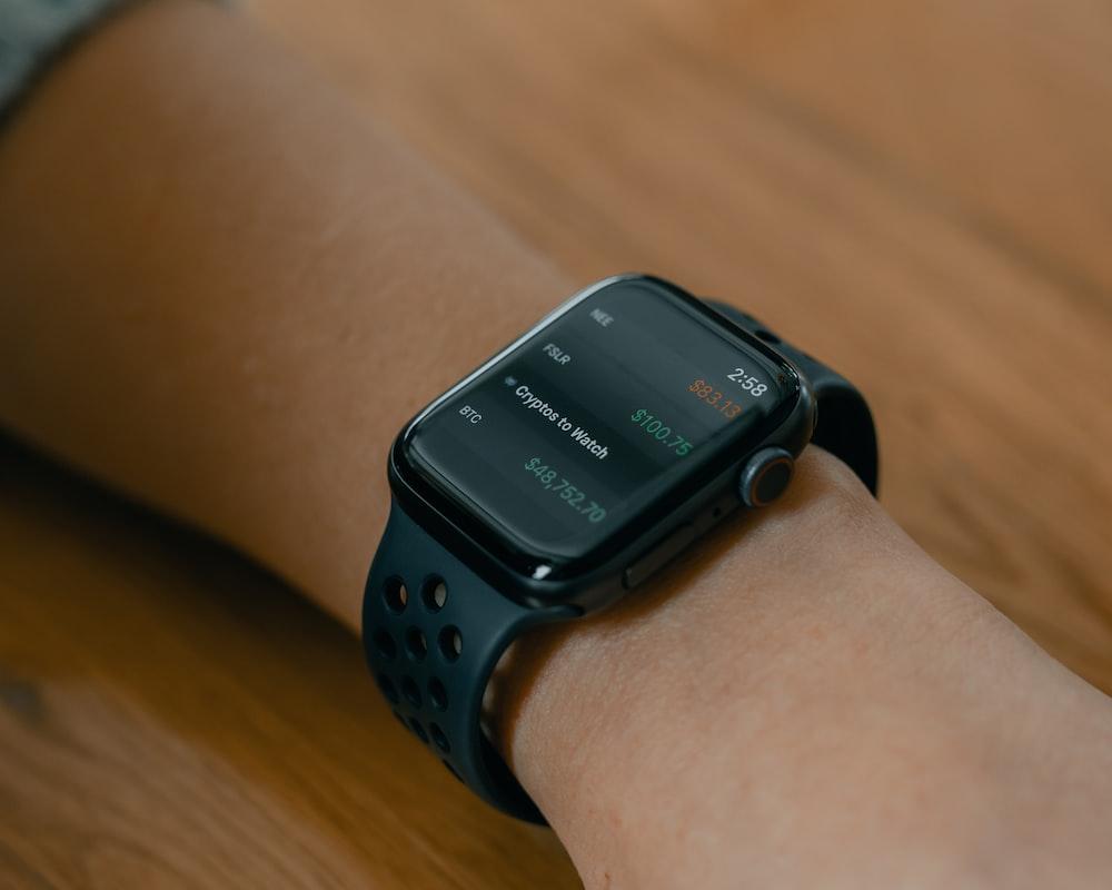 black smart watch at 10 00