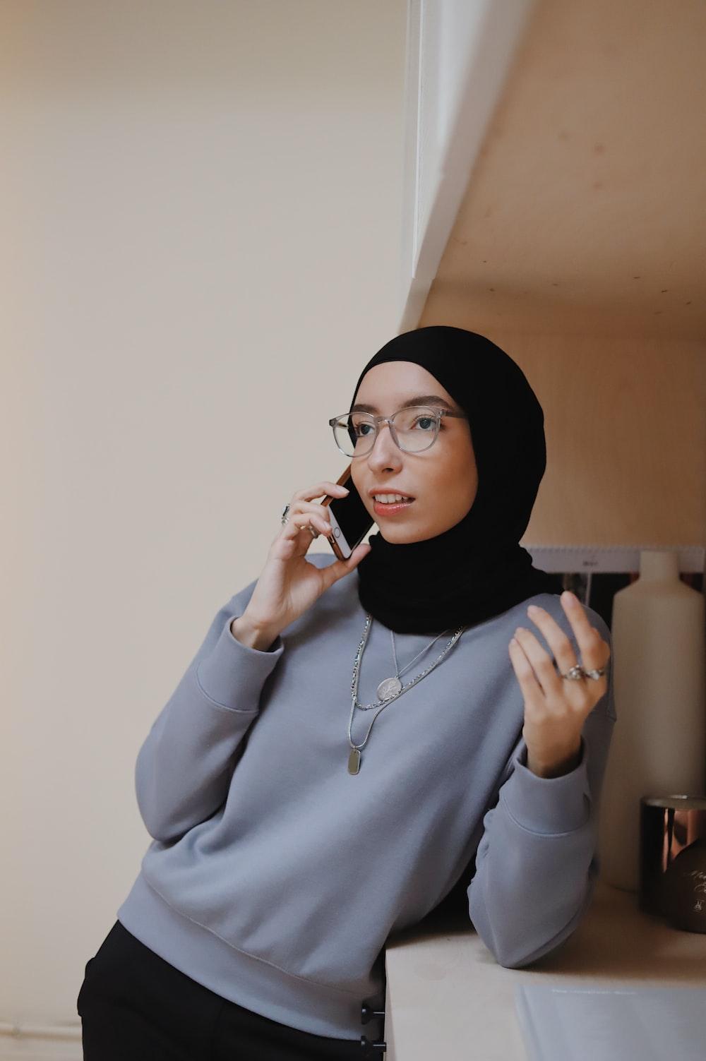 woman in gray hoodie wearing black hijab