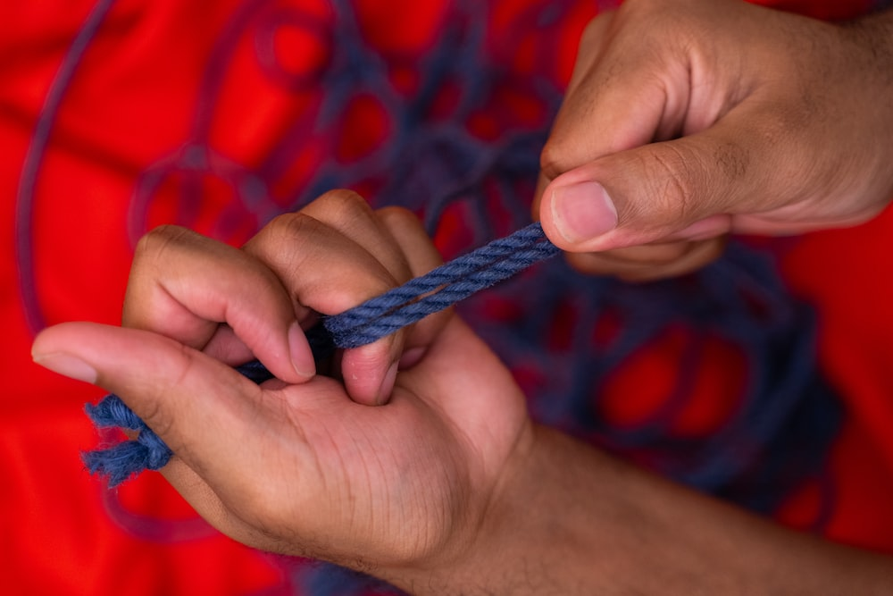 person holding blue and white rope