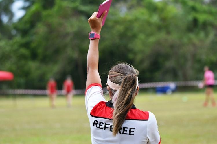 ¿Cuál es el femenino de árbitro?
