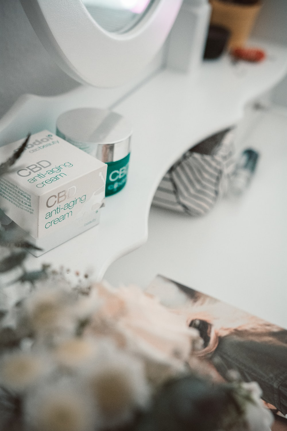 green and white cigarette pack