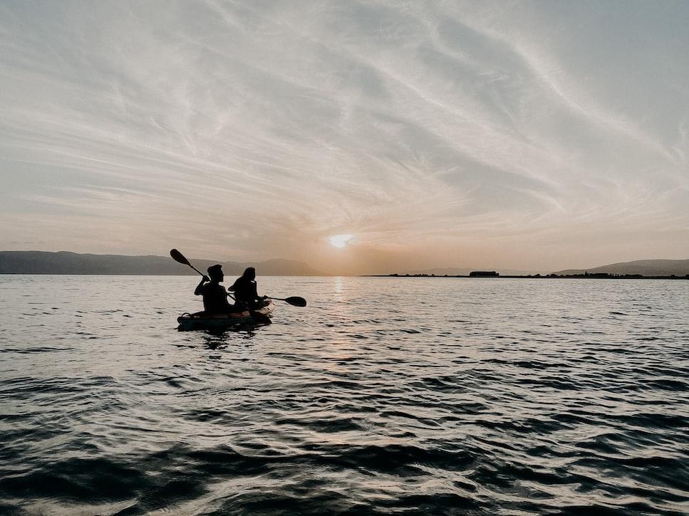 Kanovaren op het meer