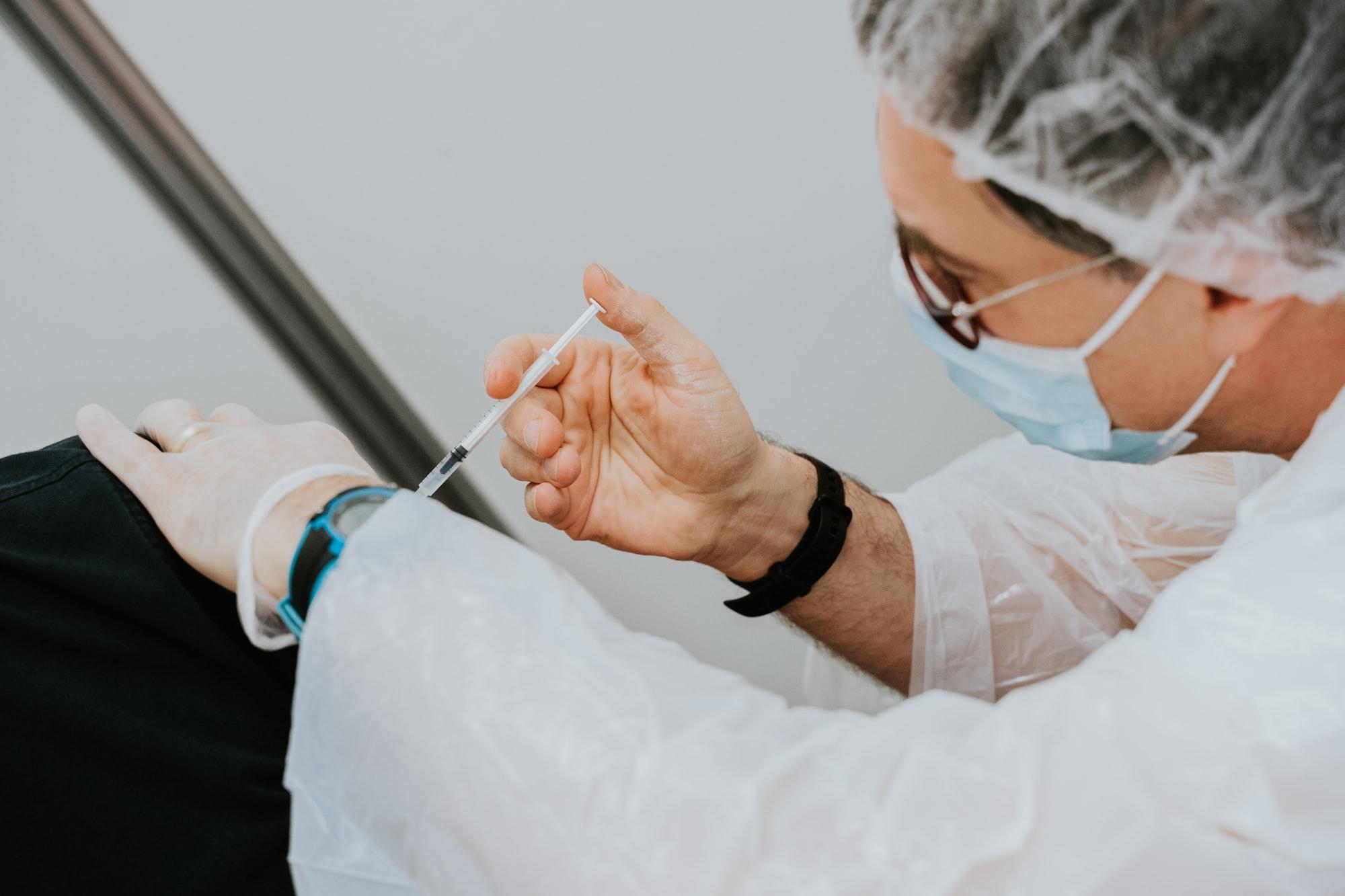 大学暂停新冠疫苗接种