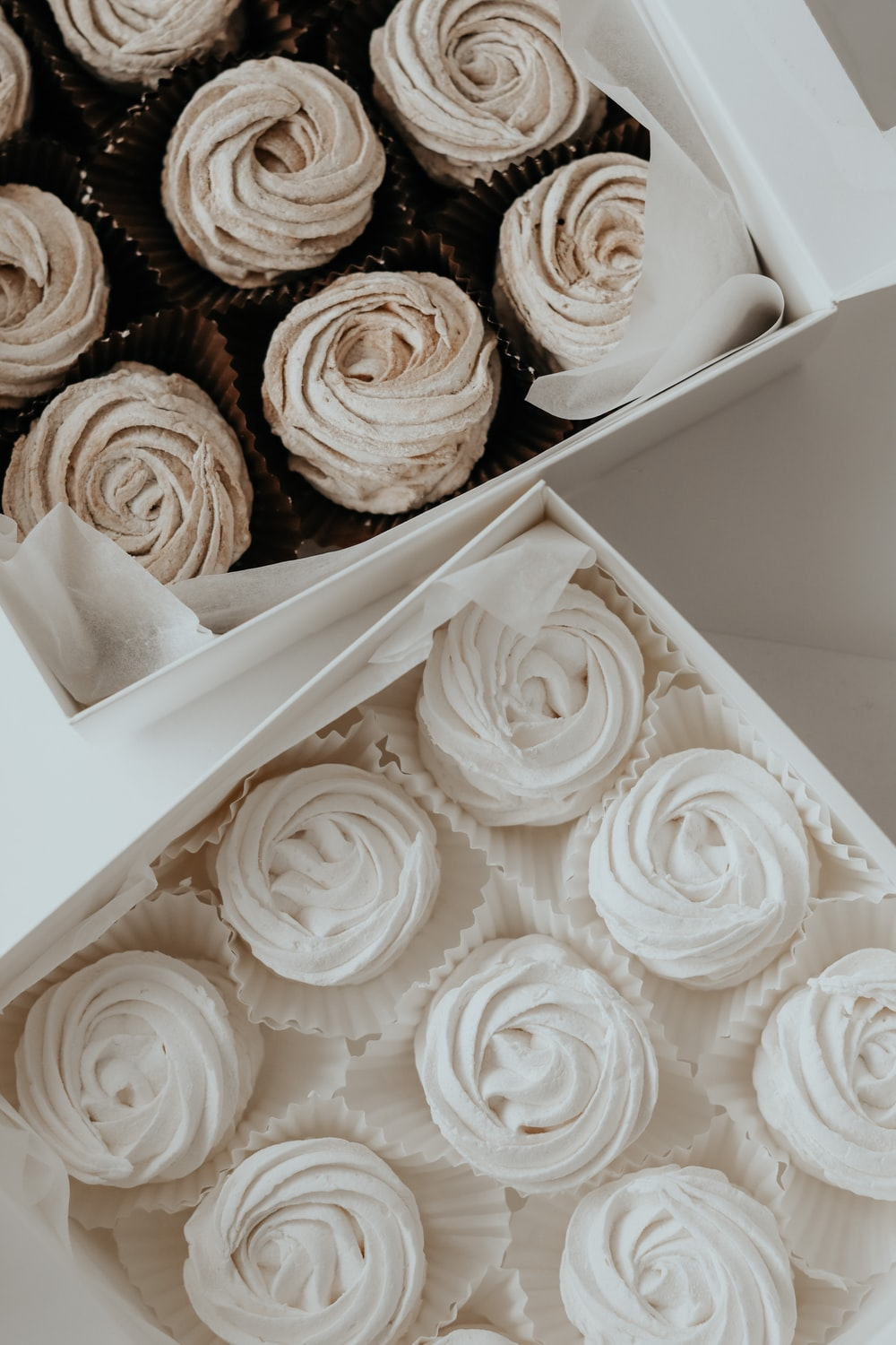 white and brown rose bouquet