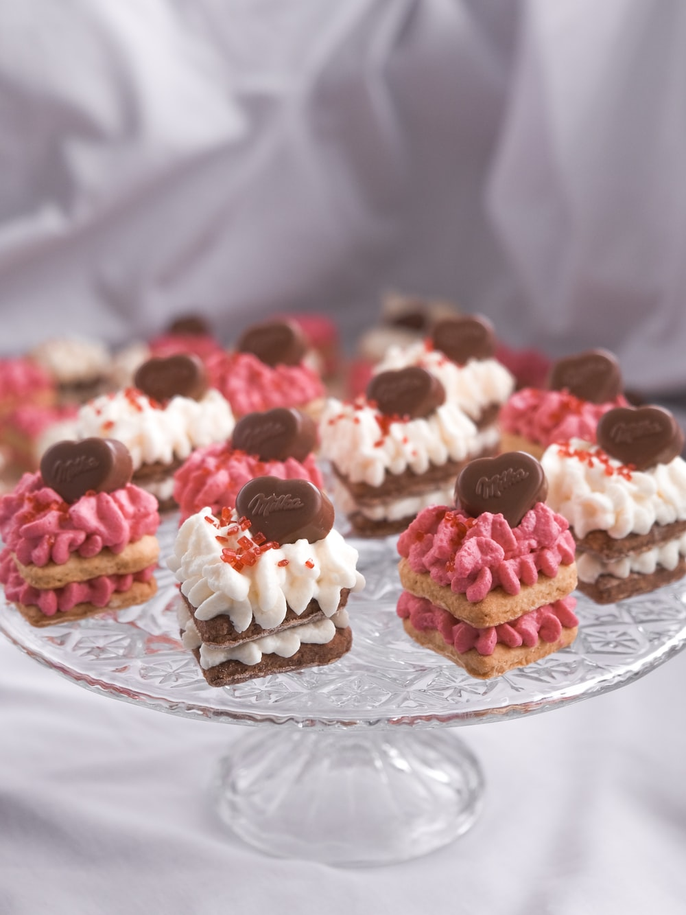 cupcakes on clear glass round plate