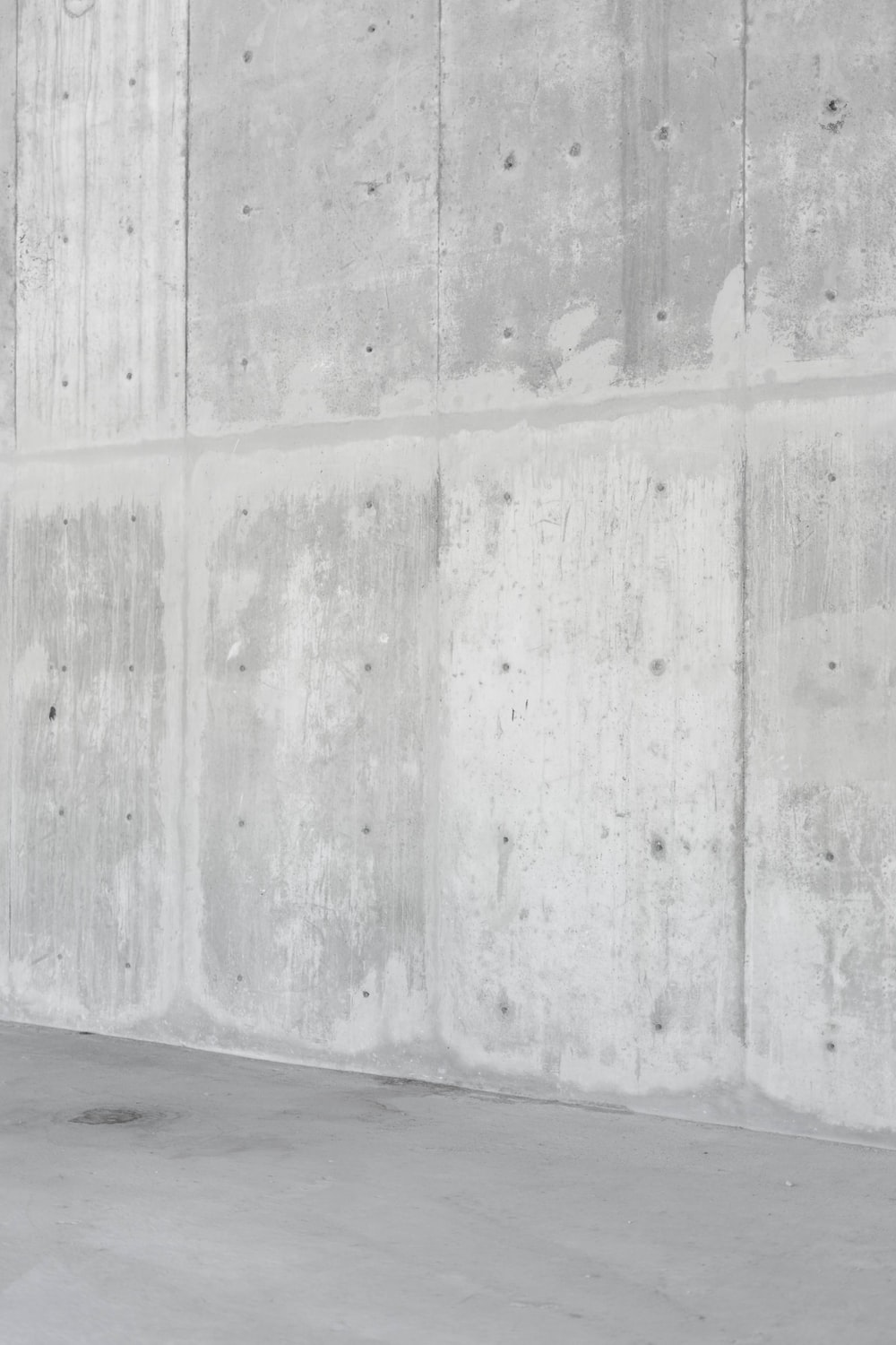 gray concrete wall during daytime