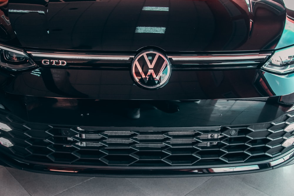 black mercedes benz car in close up photography
