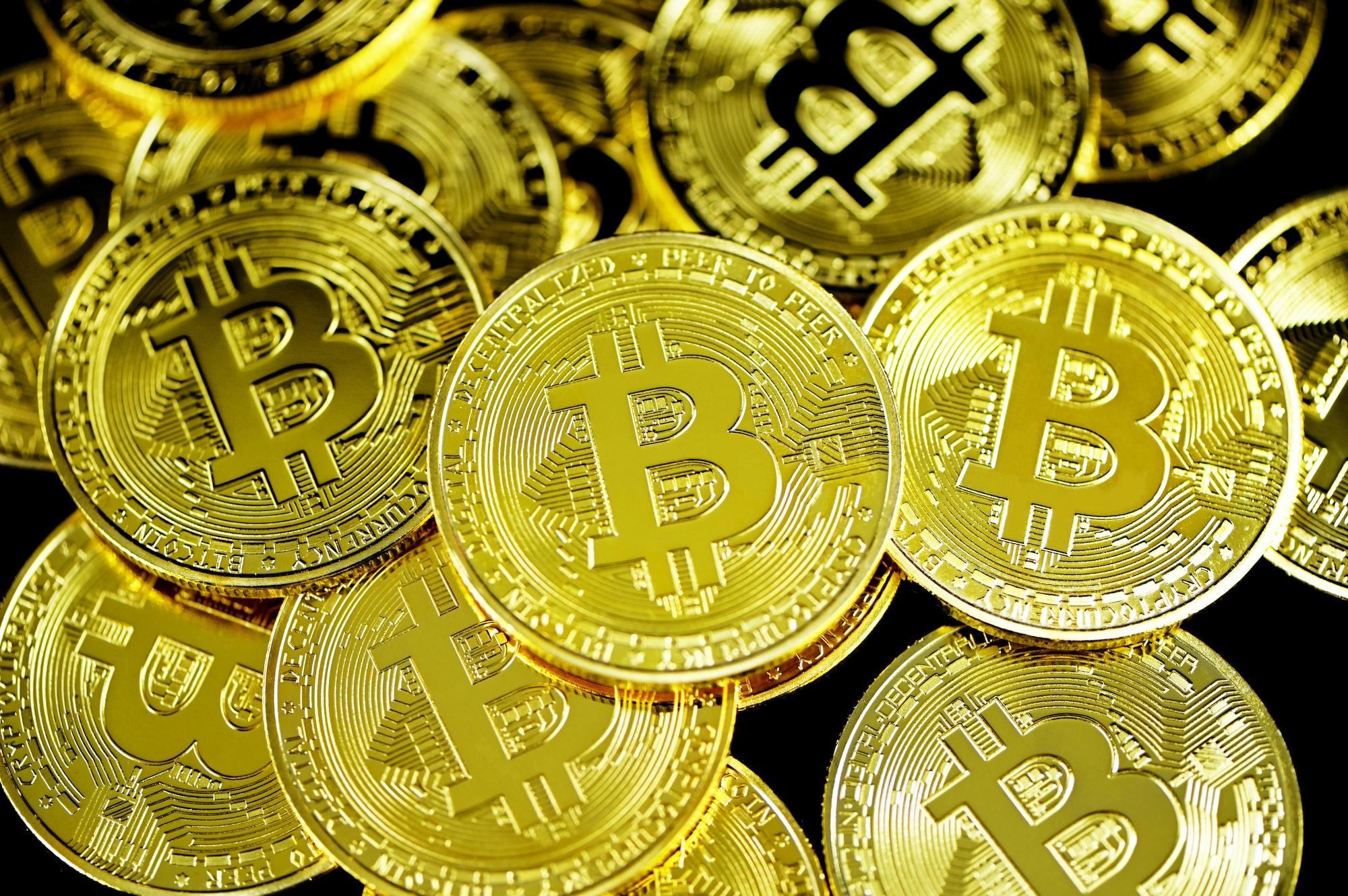 Potężny napływ kapitału na GPW i spadek Bitcoina
