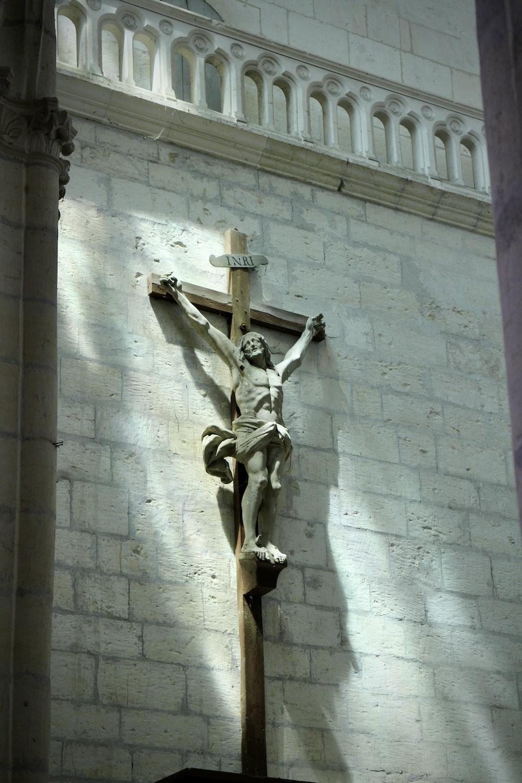 angel concrete statue on gray concrete wall