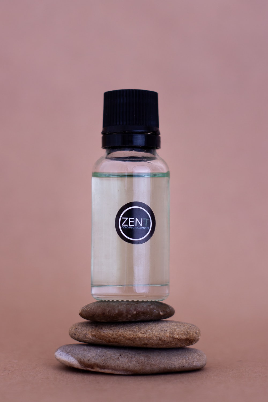 white and black garlic powder bottle